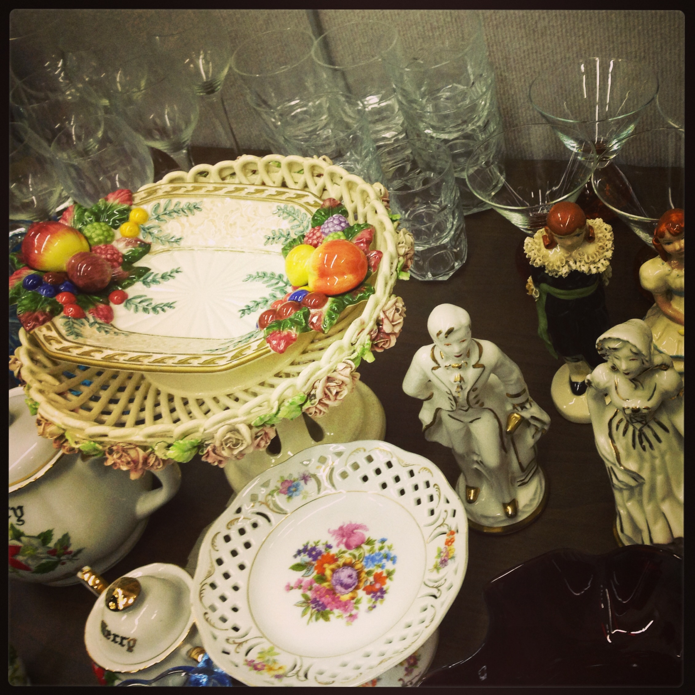 What are antiques worth a guide to the collecting market for Antique items worth a lot of money