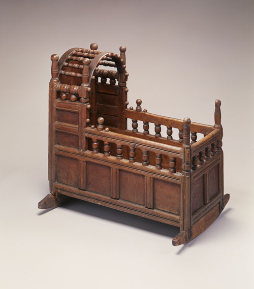 Cradle, Barnstable or Yarmouth, Massachusetts, 1665-85, red oak, white pine. Photograph by Peter Hardholdt, Courtesy of Historic New England